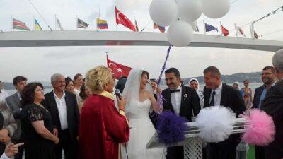 Boğazda Teknede Düğün